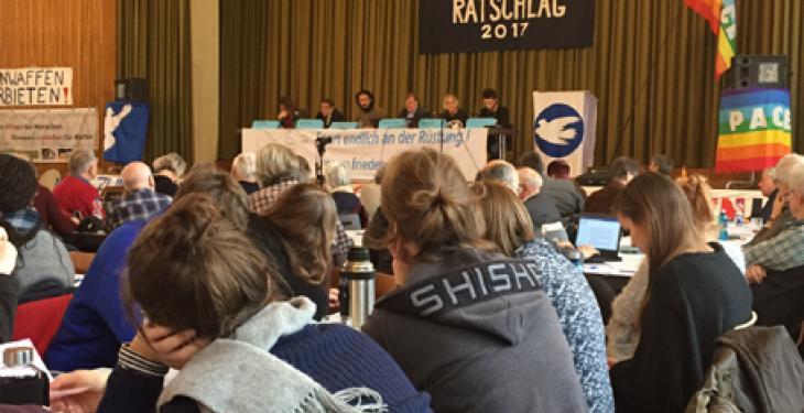 Abschlussplenum des Friedensratschlages mit internationalen Gästen