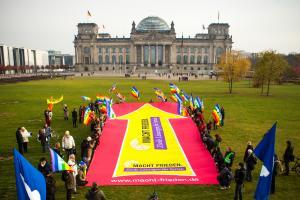 Banneraktion am 10.11.2016 von MACHT FRIEDEN