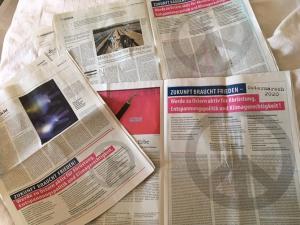 Die Ostermarsch-Zeitungsanzeigen im Freitag, der taz und dem Neuen Deutschland.