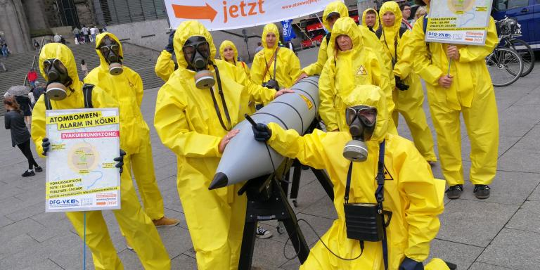 Aktion von Atomwaffen-Gegner*innen in Köln