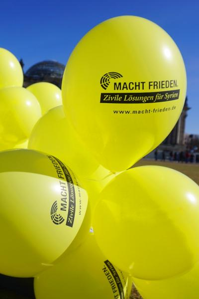 Luftballon MACHT FRIEDEN.