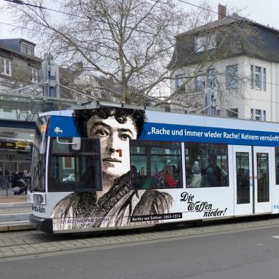 Am Internationalen UN-Friedenstag erinnern Frauennetzwerk für Frieden e.V. und Netzwerk Friedenskooperative an 70 Jahre Bertha-von-Suttner-Platz Bonn