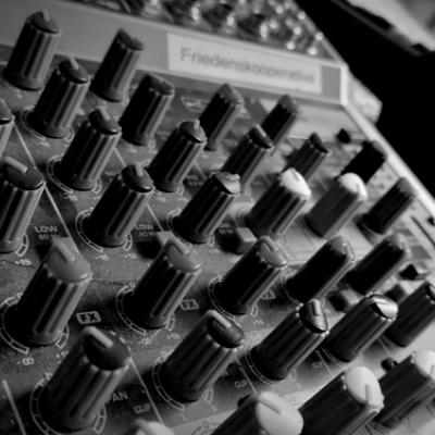 LIFEHACK PEACE - Der friedenspolitische Podcast vom Netzwerk Friedenskooperative